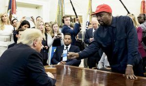Kanye West rencontre Donald Trump et propose de remplacer l'Air Force One par un « iPlane One »