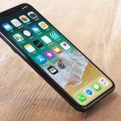 IPhone:  270 millions d'écrans OLED et LCD commandés par Apple en 2018 ?