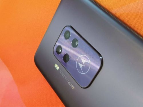 Motorola One Zoom:  un zoom optique x3
