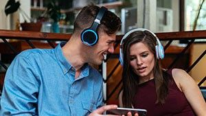 Wearhaus Arc : le casque Bluetooth 'social' arrive en France